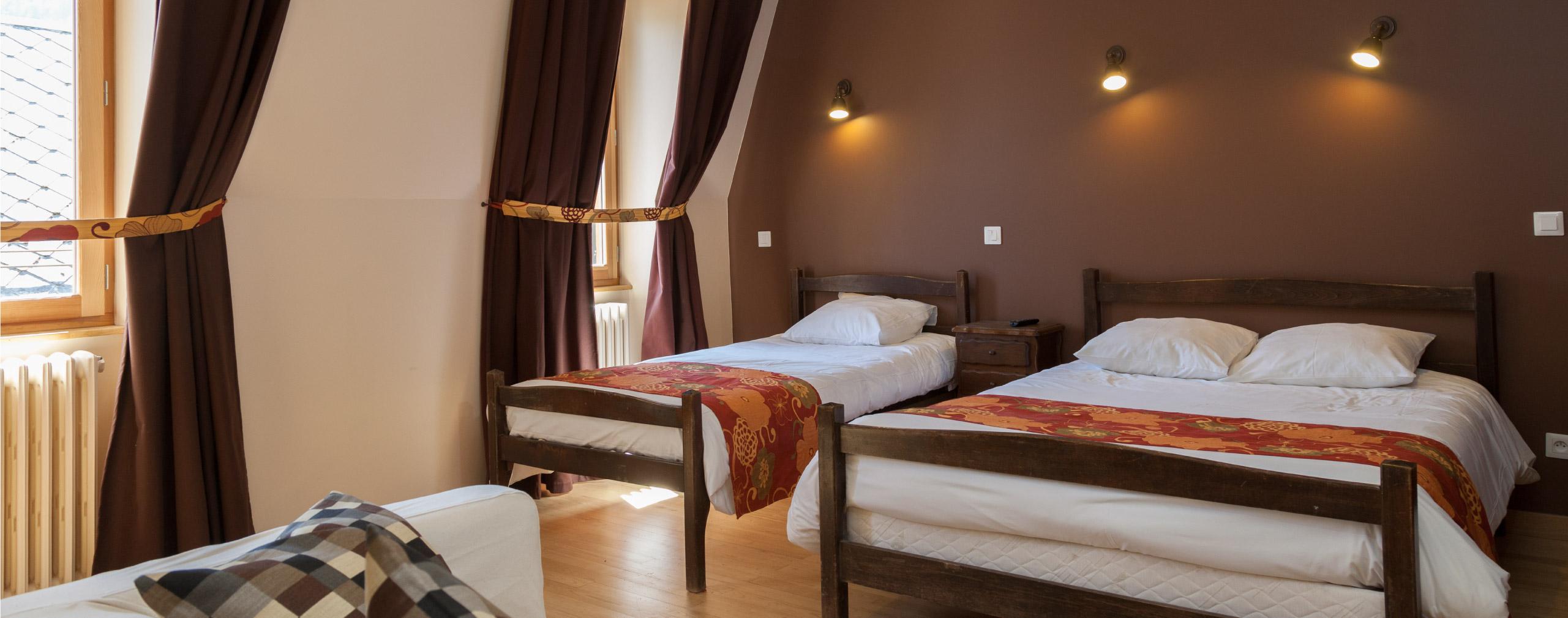 H tel bourg d 39 oisans chambre sup rieure for Chambre d hotel sans fenetre